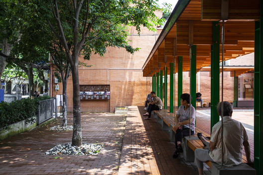 Public space for residents and the public. Image © Pingnan Chen