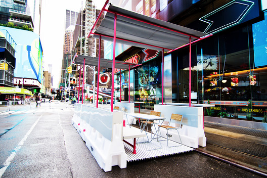 Restaurant/retail expansion structure in NYC. Image Courtesy of Fantastica & Hollaender Mfg. Co.