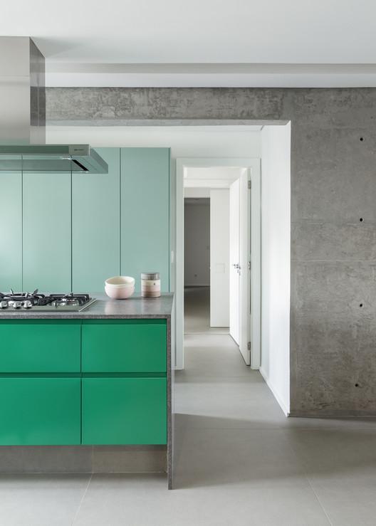 Apartamento Karine Vilas Boas / Julliana Camargo Arquitetos. Foto © Maíra Acayaba