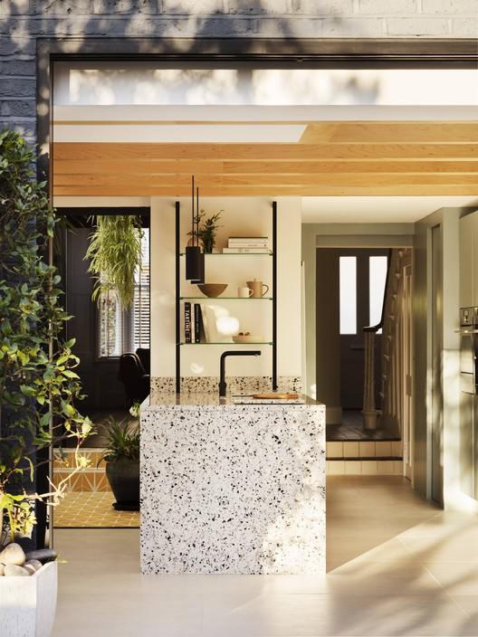 https www archdaily com 956543 house for a gardener amos goldreich architecture