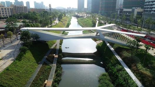 Pedestrian Bridge of Pingshan High School / NODE Achitecture & Urbanism & AND Architecture OFFICE/ Zhun Zhang. Image © Yongyu Chen