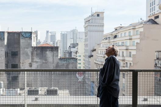 Paulo Mendes da Rocha no Sesc 24 de Maio. . Image © André Scarpa
