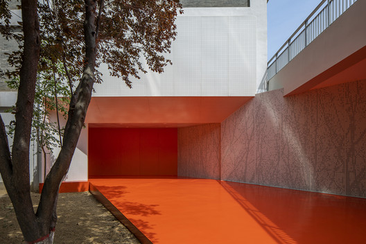 New entrance to the library. Image © Weiqi Jin