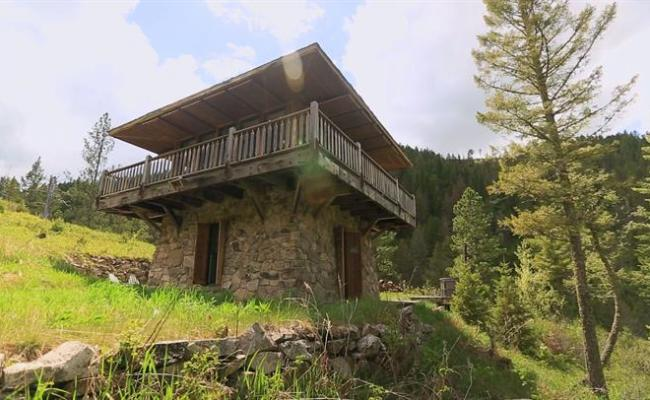 A Tour Of The Fire Lookout Video Tiny House Nation Fyi