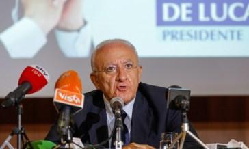Il secco no del governatore De Luca al mix di vaccini in Campania