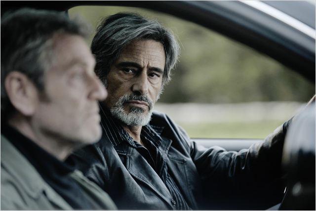 Momon Vidal (Gérard Lanvin), homme d'honneur, ne laissera pas tomber son ami d'enfance Serge Suttel (Tchéky Karyo)