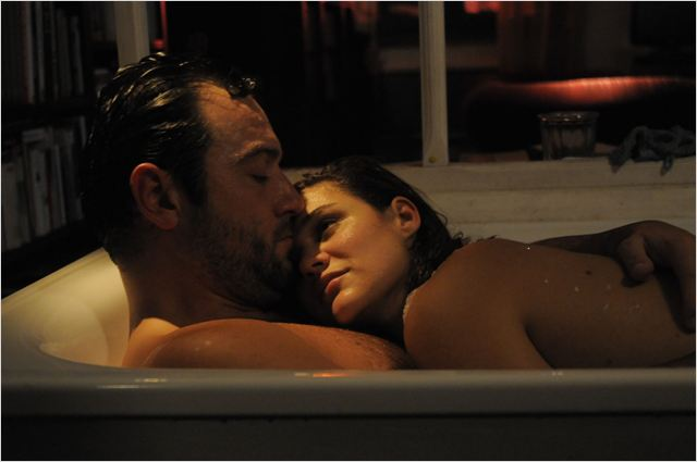 Alex (Denis Ménochet) et Marine (Marie Denarnaud), un couple fusionnel...