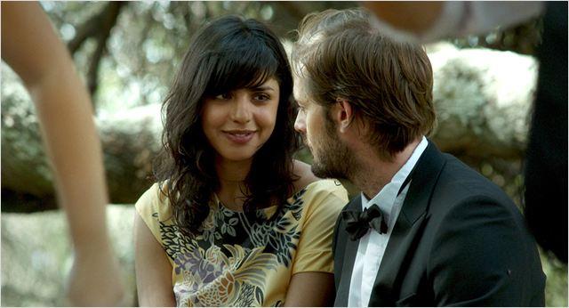 Gabriela (Paloma Contreras) et Antoine (Nicolas Duvauchelle) en pleine discussion