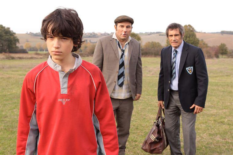 Tom (Jérémie Duvall) et Jo Canavaro (Gérard Lanvin) se fâchent devant leur ami Pompon (Vincent Moscato)