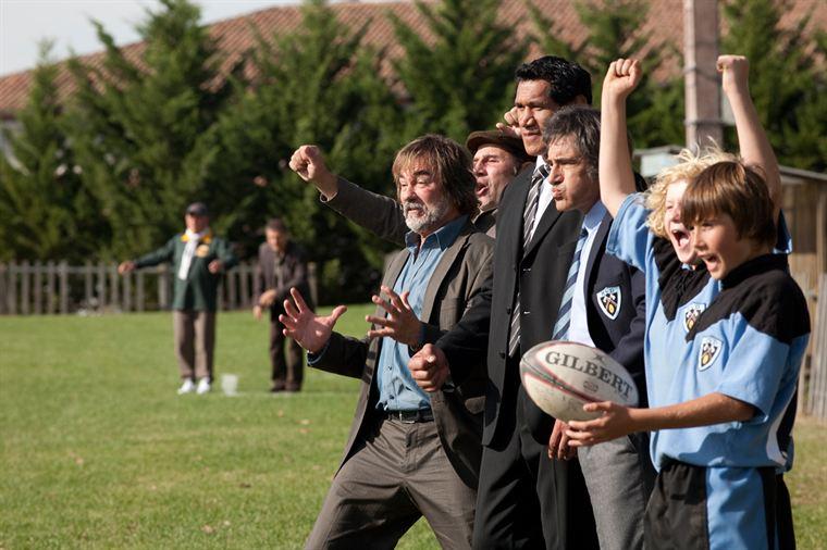 Emotions du match pour le Chinois (Olivier Marchal), Pompon (Vincent Moscato), Jonah Dukalo (Darren Adams) et Jo (Gérard Lanvin)