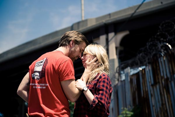Dean (Ryan Gosling) et Cindy (Michelle Williams) deviennent inséparables