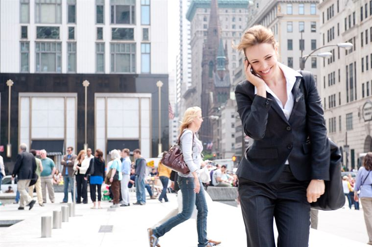 Becky Fuller (Rachel Mc Adams), et son inséparable téléphone