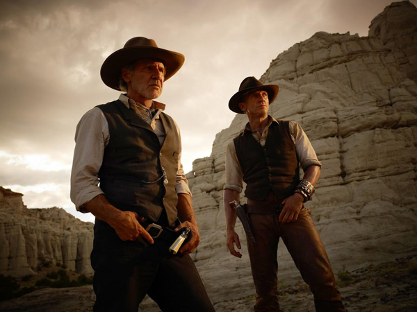 Le Colonel Dolarhyde (Harrison Ford) et Jake Lonergan (Daniel Craig) face à une menace nouvelle, venue d'ailleurs...