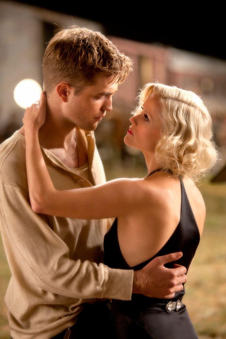 Une histoire d'amour est-elle en train de naître entre Jacob (Robert Pattinson) et Marlène (Reese Witherspoon) ?