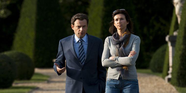 C'est en partie la relation en pleine dégradation entre Nicolas Sarkozy (Denis Podalydès) et sa femme Cécilia (Florence Pernel) qui va rythmer la campagne présidentielle