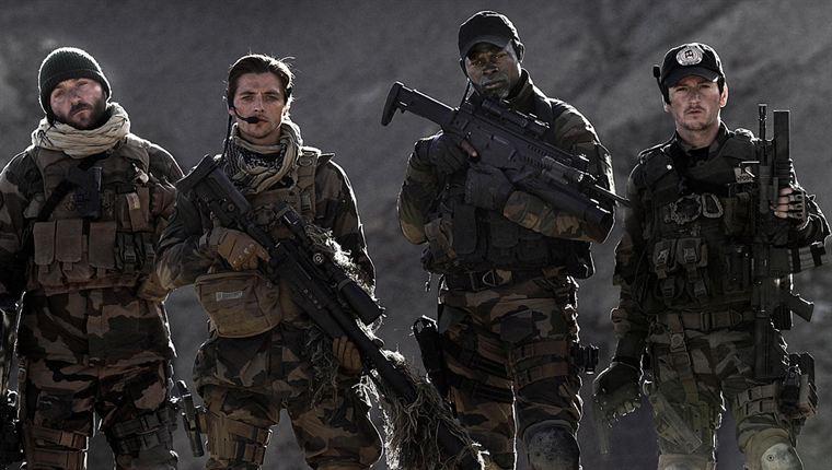 Une partie du commando des Forces spéciales envoyé en mission pour ramener Elsa vivante : Lucas (Denis Ménochet), Elias (Raphaël Personnaz), Kovax (Djimon Hounsou) et Tic-tac (Benoît Magimel)