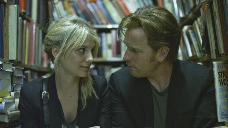 Anna (Mélanie Laurent) a du mal à cerner les raisons du mal-être de son nouveau compagnon Oliver (Ewan McGregor)