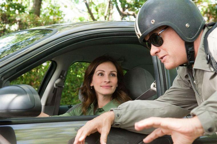 Le courant semble bien passer entre Larry (Tom Hanks) et sa prof d'expression orale, Mercedes Tainot (Julia Roberts)...