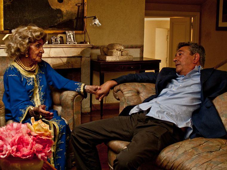 Gianni (Gianni Di Gregorio) doit régulièrement subir les caprices de sa mère (Valeria De Franciscis)