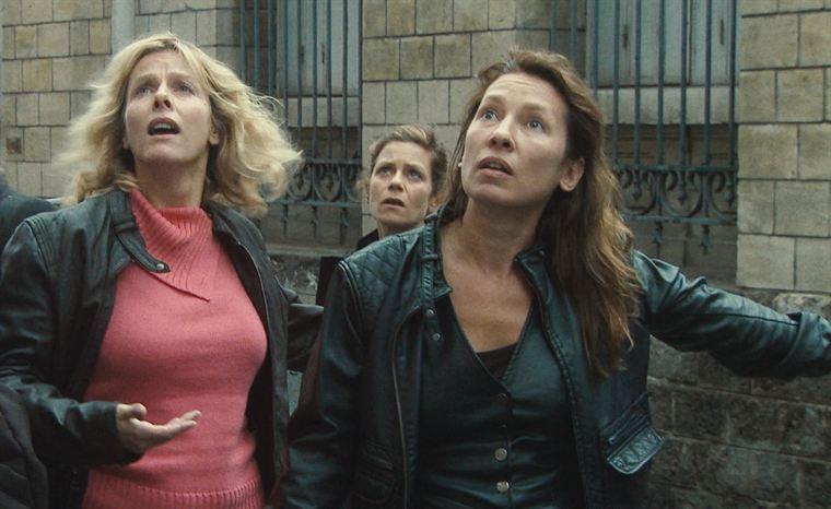 Nadine (Karin Viard), Iris (Marina Foïs) et Sue Ellen (Emmanuelle Bercot) en pleine intervention