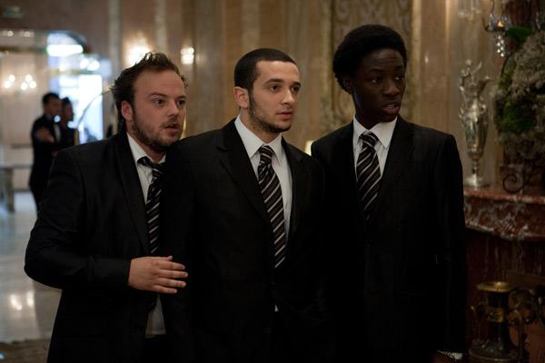 Nico (Alban Ivanov), Karim (William Lebghil) et Moussa (Ralph Amoussou) proposent leurs services comme gardes du corps compétents et expérimentés