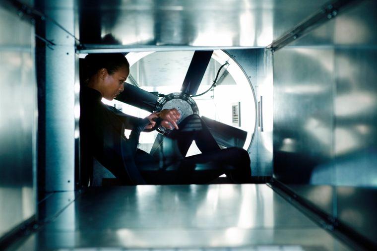 Pour Cataleya (Zoe Saldana), chaque meurtre est préparé minutieusement...