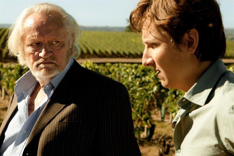 La relation est très compliquée entre Paul De Marseul (Niel Arestrup) et son fils Martin (Lorant Deutsch)