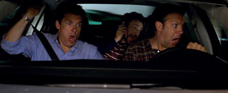 Pour Nick (Jason Bateman), Dale (Charlie Day) et Kurt (Jason Sudeikis), rien ne se passe comme prévu...