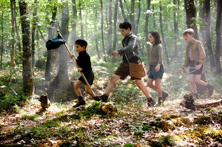 Les Longeverne partent en guerre contre les Velrans ! Tigibus (Tristan Vichard), Lebrac (Vincent Bres), Lanterne (Salomé Lemire) et Camus (Louis Lefebvre) sont prêts à en découdre...