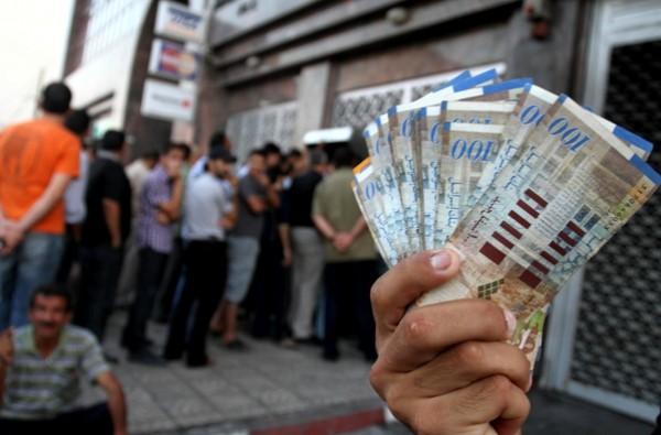القصة الكاملة لقضية رواتب موظفي غزة المدنيين والعسكريين؟