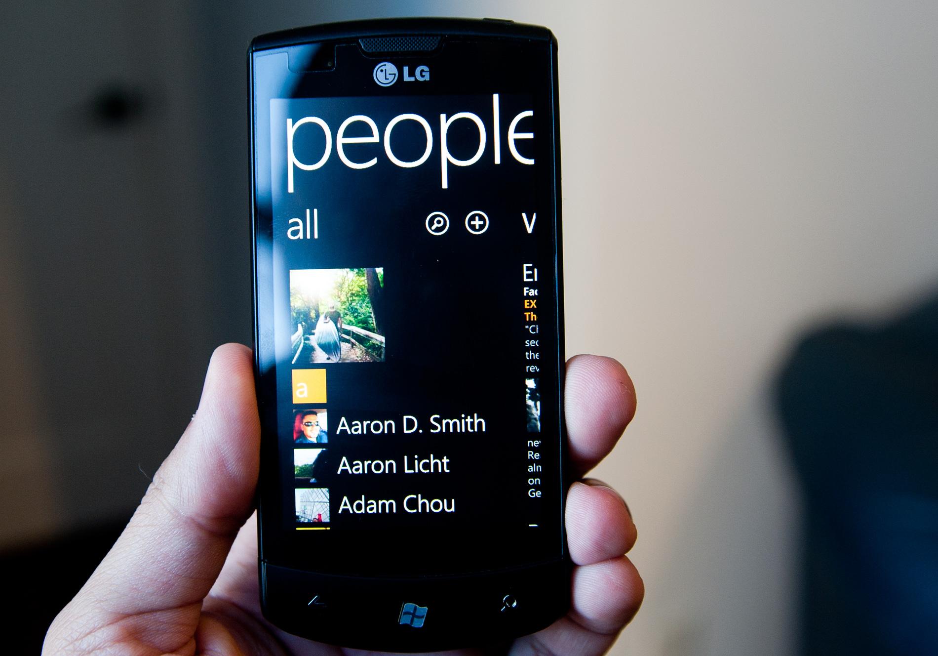 Facebook Integration Amp The People Hub The Windows Phone