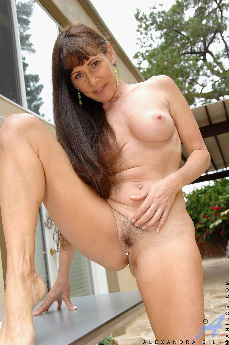 Aniloscom  Freshest mature women on the net featuring