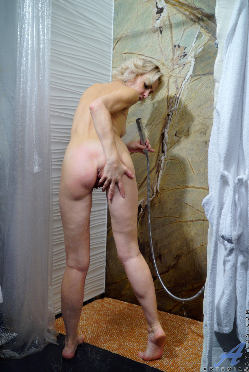 Anilos.com - Artemia: Hot And Wet