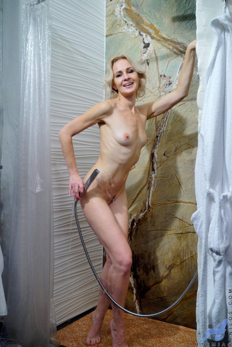 Anilos.com - Artemia: Hot And Wet