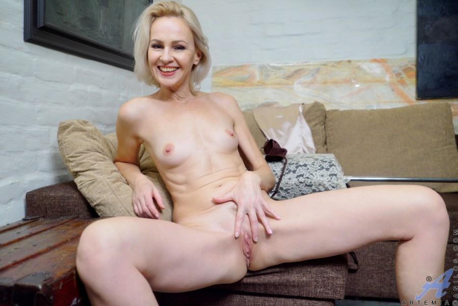 Anilos.com - Artemia: Sexy Mature