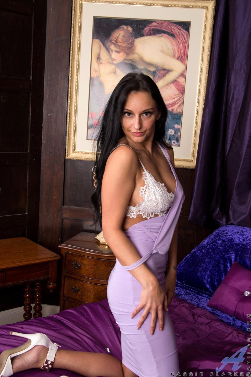 Anilos.com - Cassie Clarke: Show Off