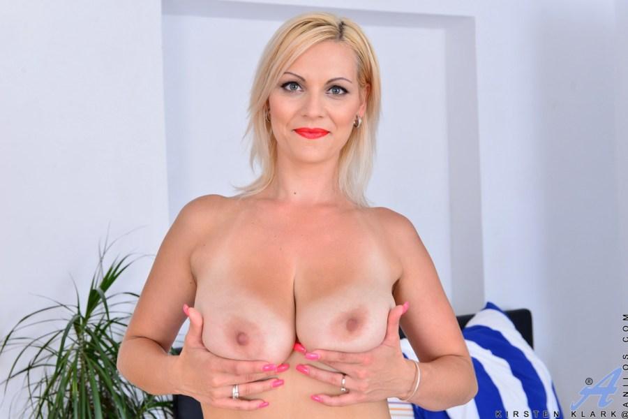 Anilos.com - Kirsten Klark: Busty Babe