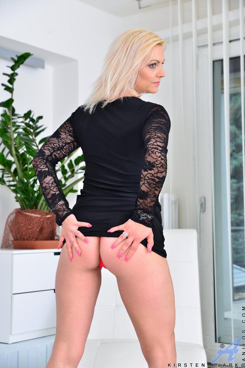 Anilos.com - Kirsten Klark: Milf Masturbating