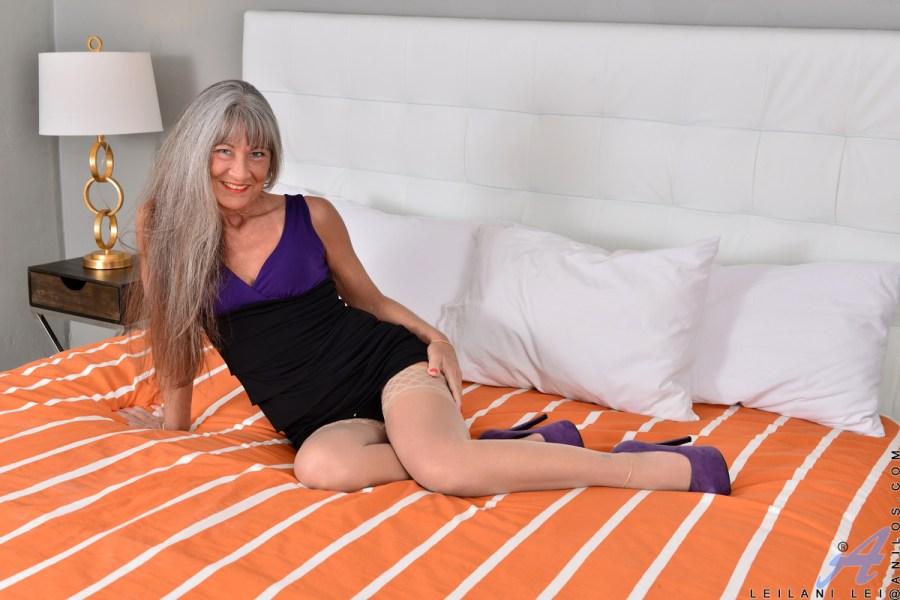 Anilos.com - Leilani Lei: Two Toys