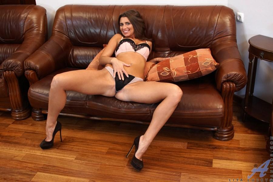 Anilos.com - Liya Lucky: Nice Rack