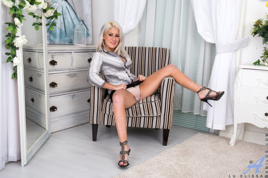 Anilos.com - Lu Elissa: Sun Kissed Blonde