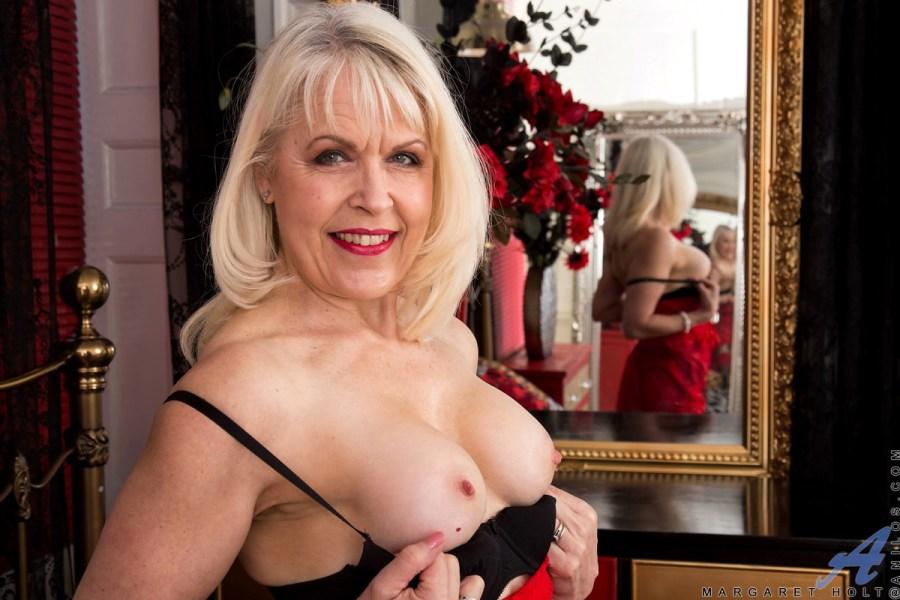 Anilos.com - Margaret Holt: Sexy Sixties