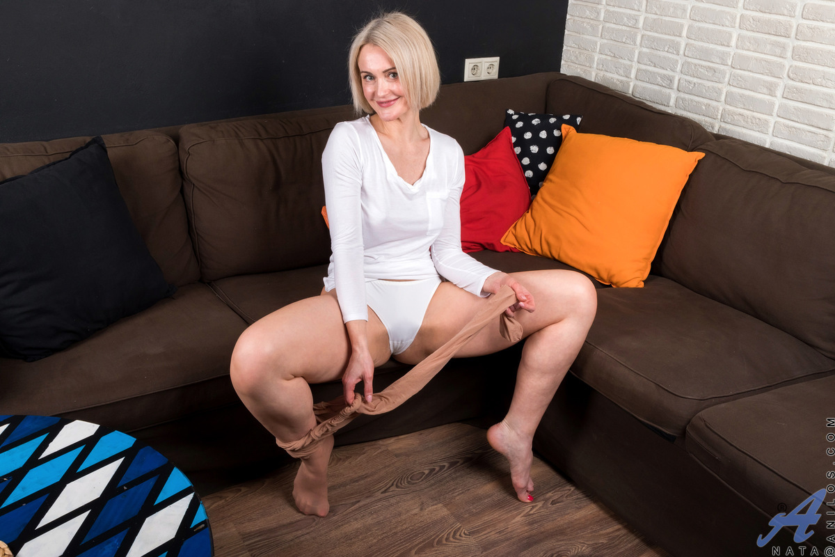 Anilos.com - Nata: Pantyhose Play