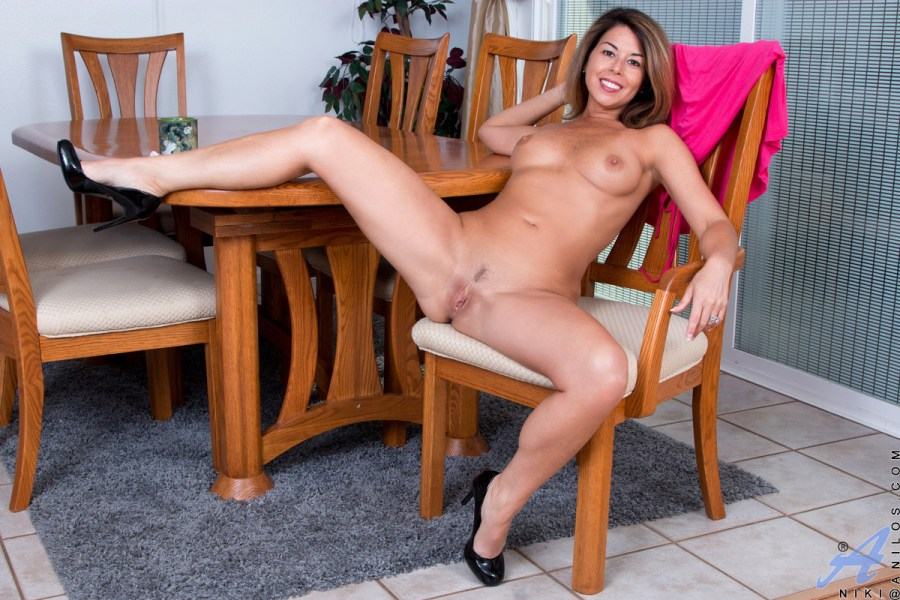 Anilos.com - Niki: What A Woman
