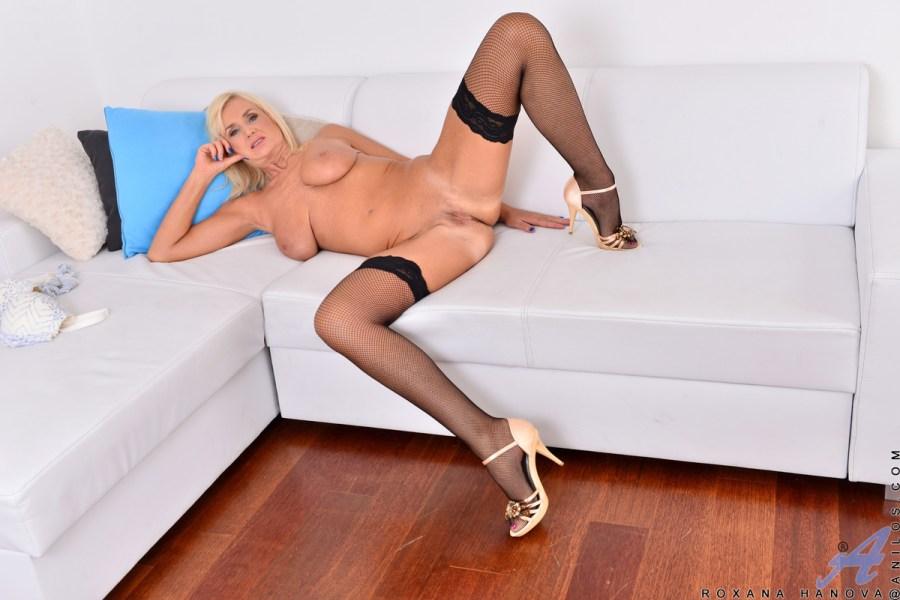 Anilos.com - Roxana Hanova: Blonde Bombshell