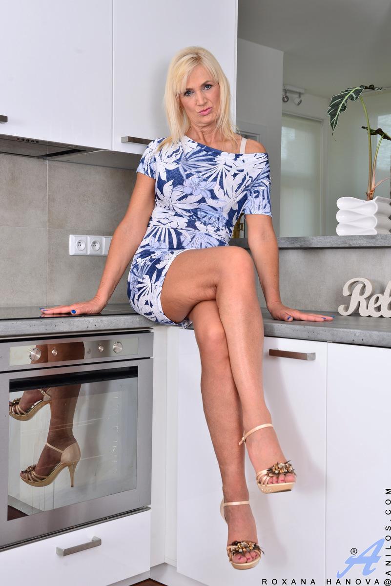 Anilos.com - Roxana Hanova: Summer Heat
