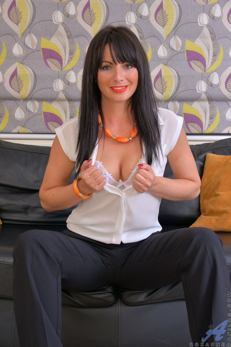 Aniloscom  Freshest mature women on the net featuring