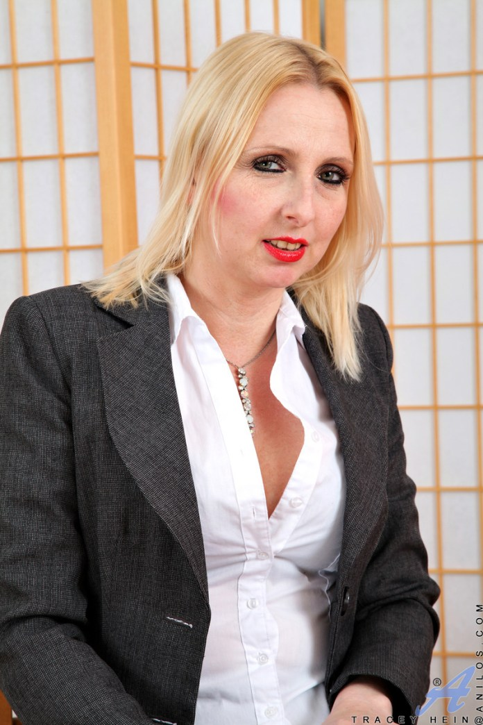 Anilos.com - Tracey Hein: Fishnet Stockings
