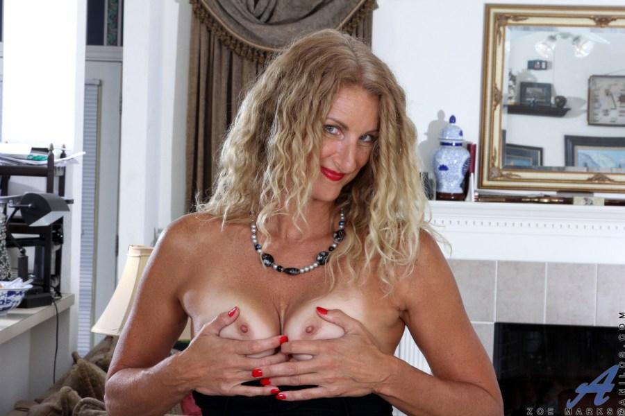 Anilos.com - Zoe Marks: American Milf