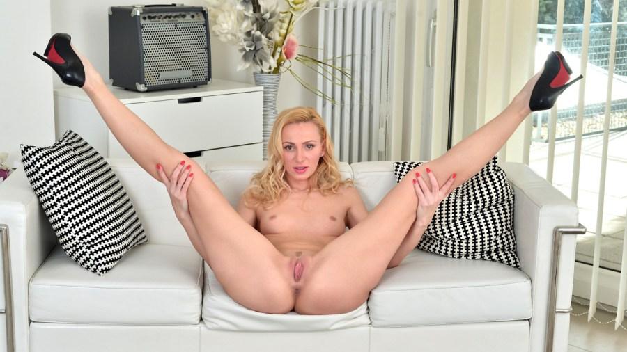 Anilos.com - Affina Kisser: Blonde Goddess